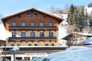 """""""Hotel Peter"""" in winter"""