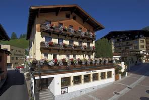 Hotel Peter inmitten der Fußgängerzone von Saalbach